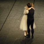 Sie umarmen sich aus Liebe