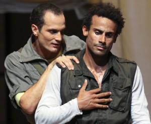 Nur scheinbare Freundschaft: Jago und Othello.