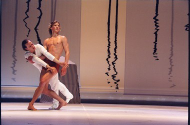Die Besetzung der Uraufführung: Riggins und Revazov als ungleiches Paar. Foto: Holger Badekow