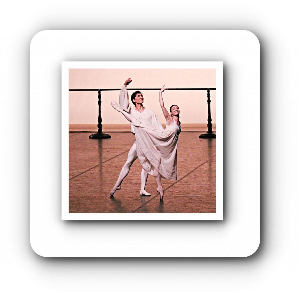 """Alexandr Trusch, hier mit Alina Cojocaru, tanzt den Günther in John Neumeiers """"Der Nussknacker"""" - mit Eleganz, bubenhafter Frische und männlicher Schönheit. Foto: Holger Badekow"""