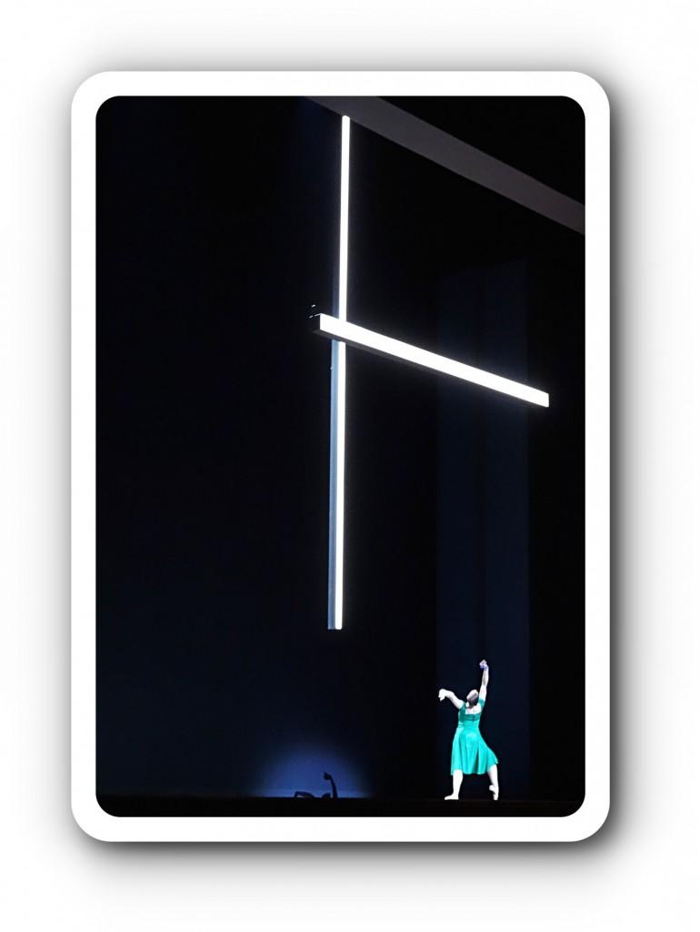 Isolde unterm Lichtkreuz