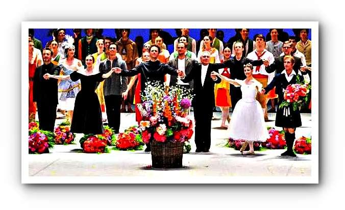 EIne Gala ohne die Kameliendame wäre keine in Hamburg.