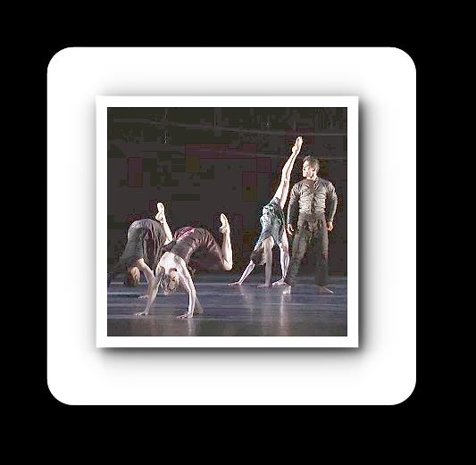 """Die Bühne ist der Tempel, der heilige Zielort. Auch beim Ballett am Rhein. Videostill aus dem Werbetrailer für """"Feuer bewahren - nicht Asche anbeten"""": Gisela Sonnenburg"""