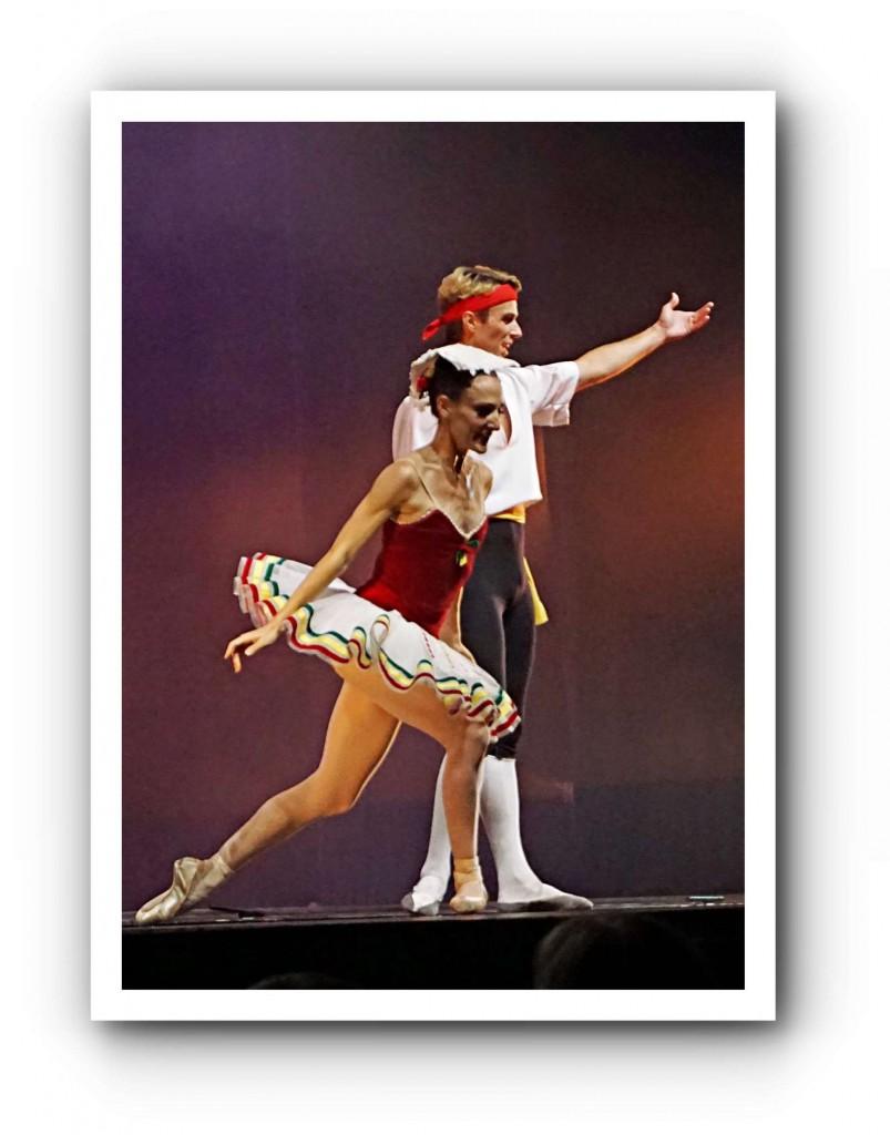 """Vladimir Malakhov und Diana Vishneva beim Applaus nach ihrem Auftritt mit Hans van Manens Parodie """"The old Man and Me"""". Wowowow! Foto: Gisela Sonnenburg"""