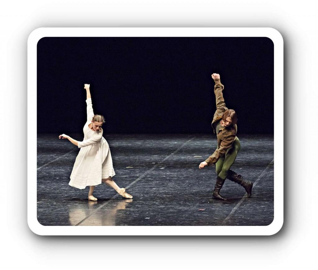 """Ein Tanz für Jeffrey Kirk: Anna Laudere und Edvin Revazov sehr rührend in """"Des Knaben Wunderhorn"""", auf der 217. Ballett-Werkstatt in Hamburg. Foto: Kiran West"""