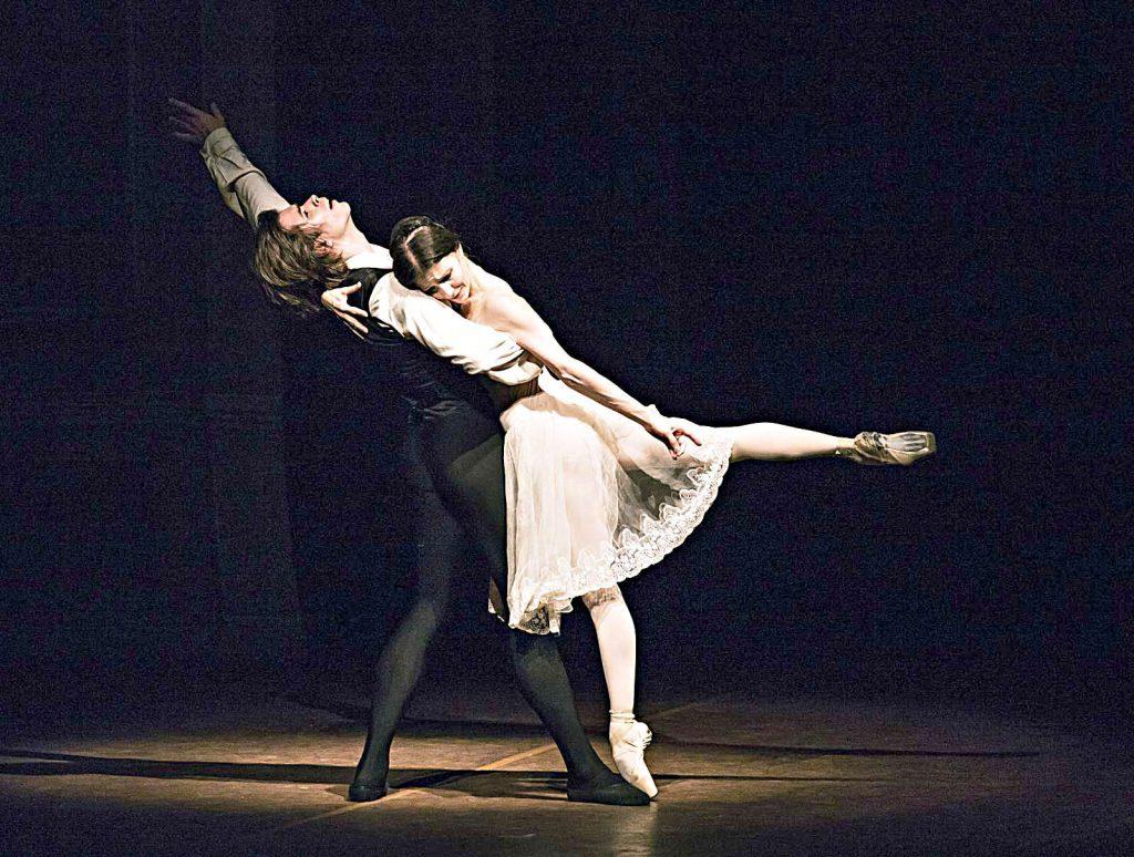 """Artem Ovcharenko in """"Die Kameliendame"""" beim Hamburg Ballett"""