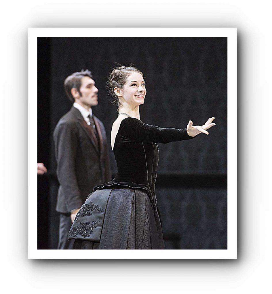 Laurretta Summerscales als Anna Karenina
