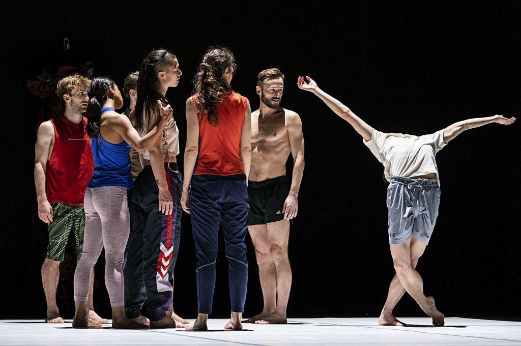 """""""Sunny"""" von Emanuel Gat ist beim Staatsballett Berlin so banal wie langweilig"""
