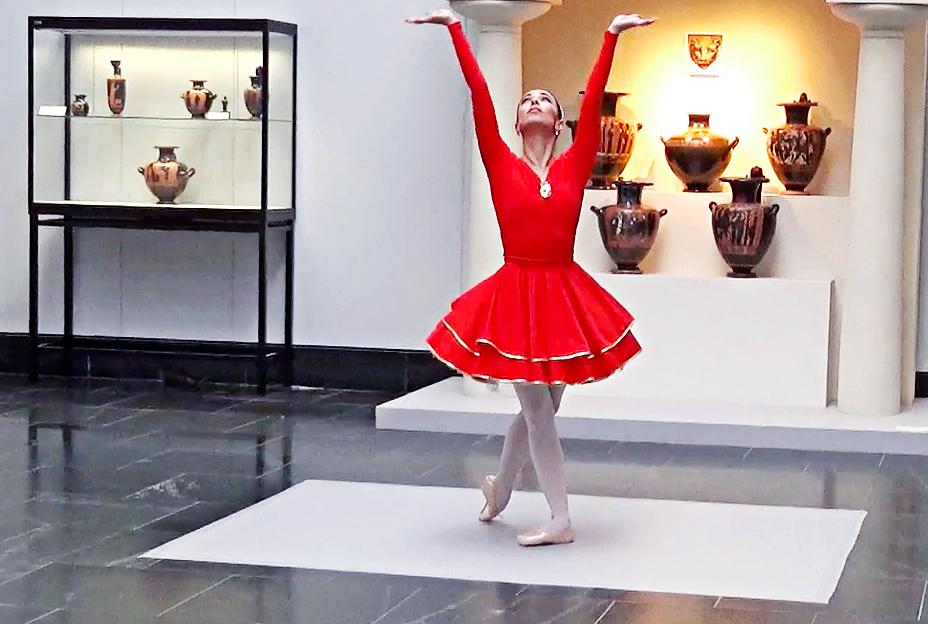 """""""Vogeltanz"""" - """"Tanz, Vogel!"""" von Rubinsohn mit Katherina Markowskaja in den Staatlichen Antikensammlungen München"""